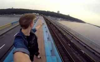selfie  folgorato  pericolo