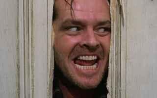 La famosa scena in cui Jack Torrance impazzisce si esplica nella tentata aggressione alla propria fa