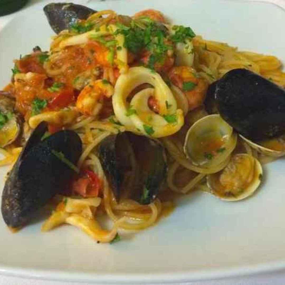 Spaghetti e cartoccio il miglior modo di cucinare i for Primi piatti cucina romana