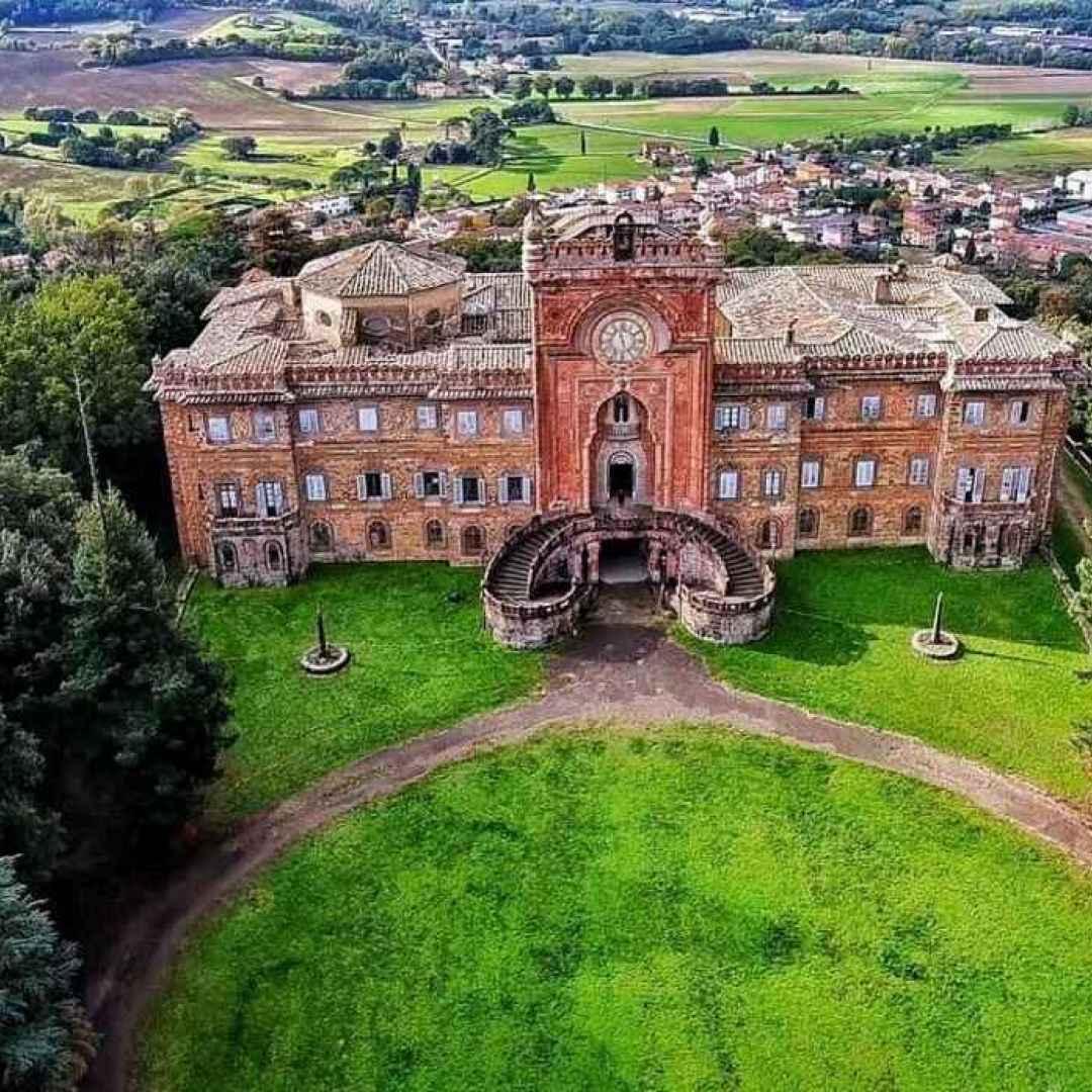 viaggi  turismo  castello