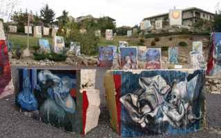 Si tratta di MURALES, realizzati nel 1992 dal pittore italo-argentino Silvio Benedetto in un parco d