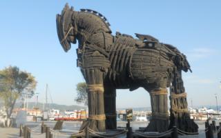 Storia: cavallo  troia  nave  cavallo di troia  trojan horse  trojan