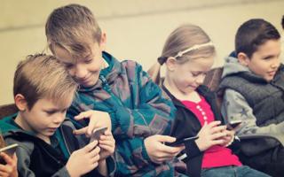 Medicina: sordità  bambini  cellulare
