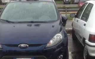 Automobili: violenza privata  parcheggio