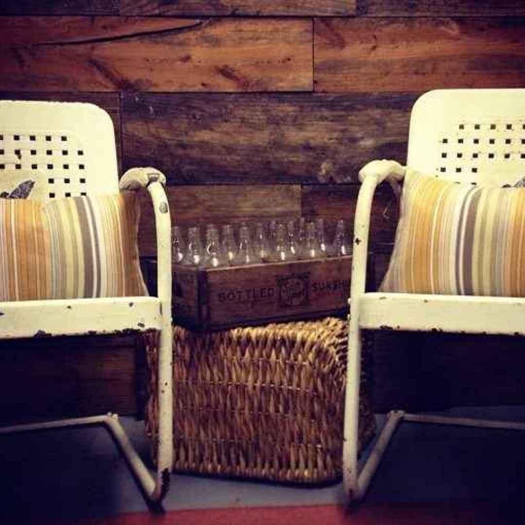 Riciclare vecchi mobili con lo stile chippy shabby chic for Regalo mobili vecchi