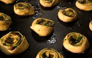 Questo antichissimo piatto, a detta di alcuni è riconosciuto come il precursore delle brioches da c