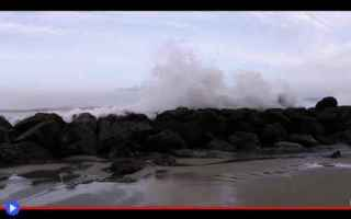 Ambiente: mare  oceano  onde  fenomeni  meteo