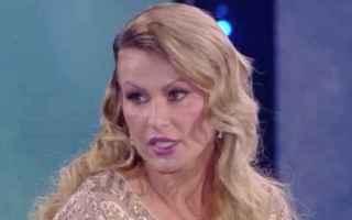 Nadia Rinaldi ospite del contenitore domenicale di canale 5, Domenica Live smentisce Eva Henger in m