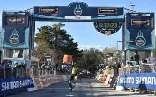 Primoz Roglic vince la 3 tappa beffando gli uomini di classifica, con uno scatto a un chilometro e d