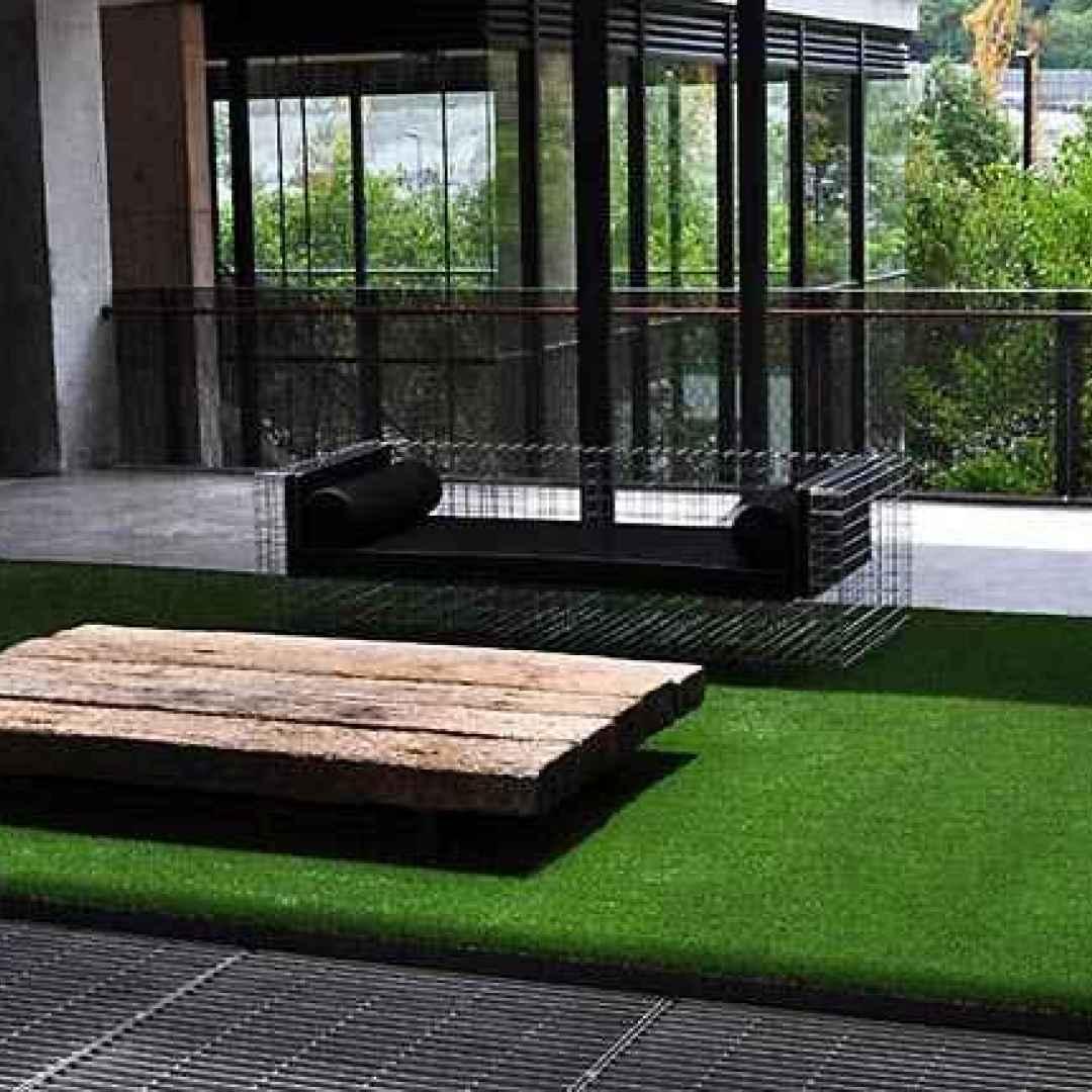 L\'efficace uso dell\'erba sintetica nei terrazzi moderni (Erba Sintetica)