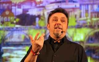 Gabriele Cirilli festeggia 30 anni di carriera a Roma con 11 date al Teatro Sala Umberto: campione i