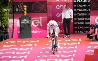 Il Giro 101 entra subito nel vivo, Tom Dumoulin indossa subito la maglia rosa, confermandosi il più