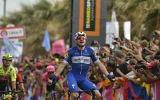 Prima vittoria italiana al Giro dItalia 2018, Elia Viviani vince larrivo in volata di Tel Aviv, rimo