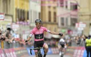 Grande emozioni al Giro dItalia, con lundicesima tappa che è passata da Filottrano, per ricordare M