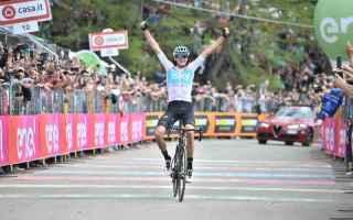 Tappa epica al Giro dItalia, Chris Froome con un azione di altri tempi, ad 80 chilometri dallarrivo,