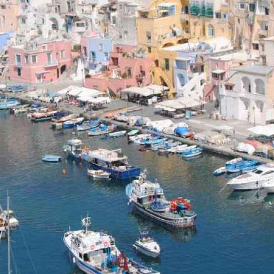 Un viaggio nel mediterraneo nella bellissima isola di Procida