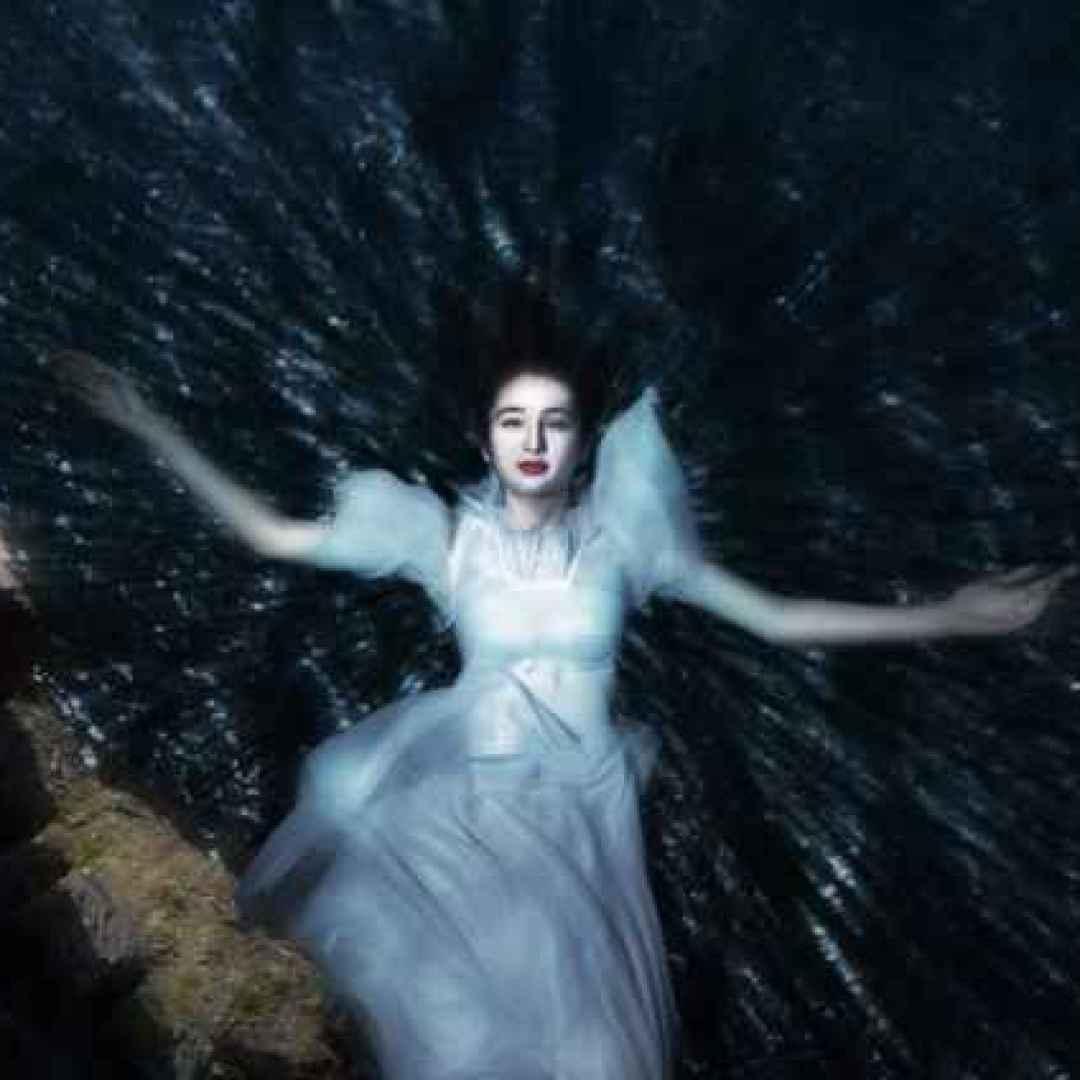 Per le curiosità dai borghi della domenica, la leggenda della bella Dama Bianca del castello di Duino