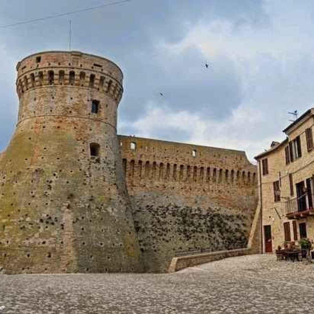 Alla scoperta di Acquaviva Picena: mura fortificate, la rocca e le pajarole