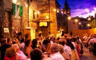 Tovaglia a Quadri, evento teatrale che si svolge dal 1996 fra le mura medievali di Anghiari, in prov
