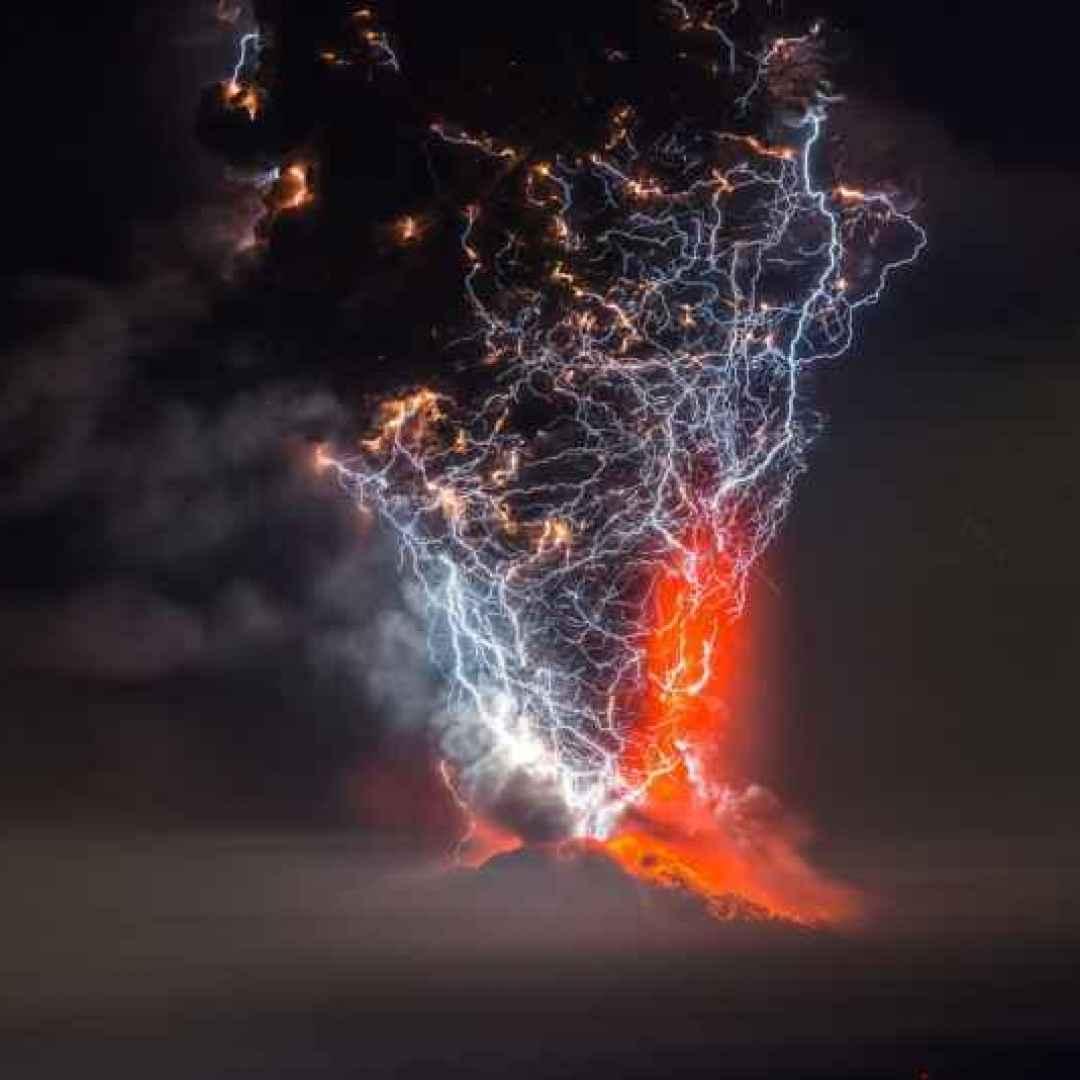 fotografia  vulcano  fulmini