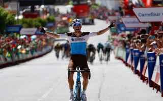 Tony Gallopin, con un contropiede ai meno 1,5 allarrivo, vince la settima tappa della Vuelta. Alle s
