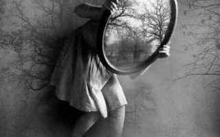 Bellezza: blog  specchio  società