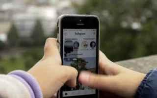Social Network: generazione z  social  offline