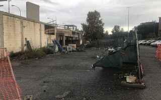 Roma: Le stazioni fantasma della #RomaLido si stanno decomponendo