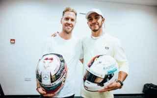 https://www.diggita.it/modules/auto_thumb/2018/12/28/1630585_Vettel_Hamilton_helmets-1024x683_thumb.jpg