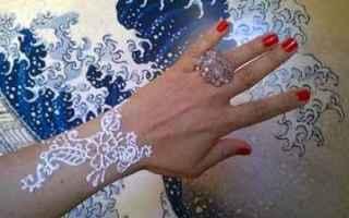 Bellezza: tatuaggi  allergie  henné