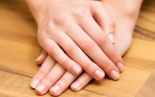Bellezza: unghie rigate  cura unghie