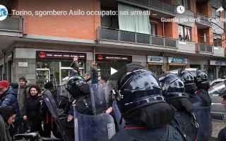 Torino: torino video sgombero asilo polizia