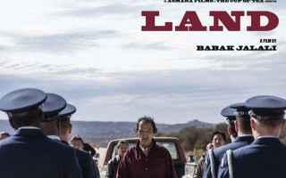 Land, il film diretto da Babak Jalali, è ambientato nella riserva indiana di Prairie Wolf, dove viv