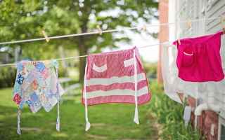 Come eliminare le macchie di unto dai vestiti di grandi e piccini?<br />Un capo nuovo può macchiar