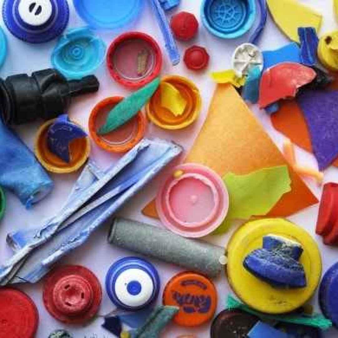 rifiuti  plastica  giochi  ambiente