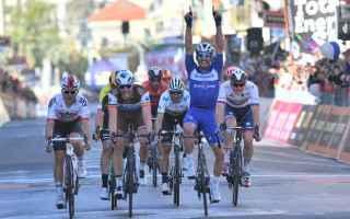 Ciclismo: MILANO-SANREMO: ALAPHILIPPE BATTE ALLO SPRINT NAESEN E KWIATKOWSKI