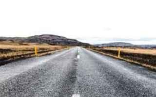 Ambiente: rifiuti  ambiente  asfalto