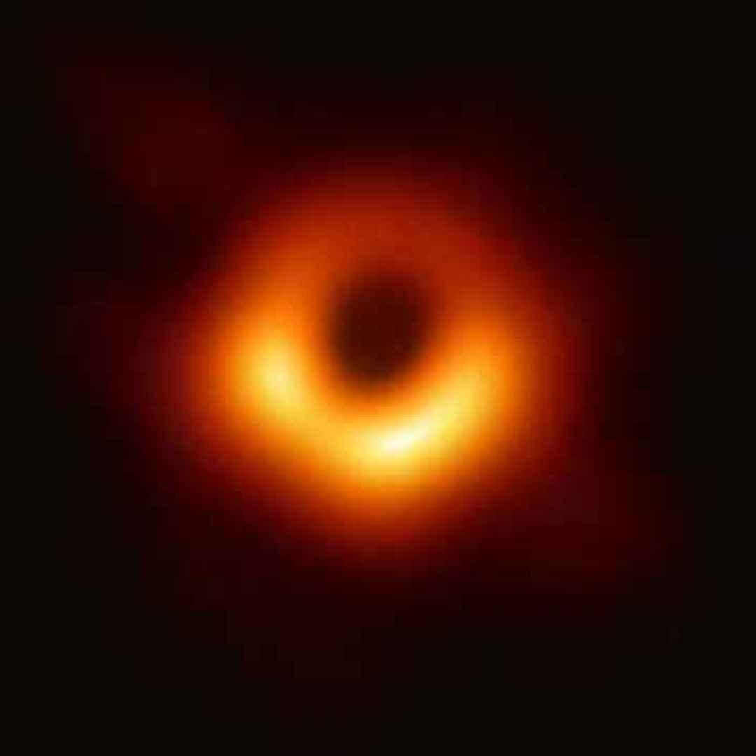spazio  buco nero  m87  orizzonte degli eventi