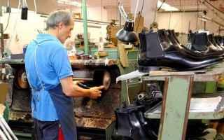 Economia: imprese  scarpe  segnali trading