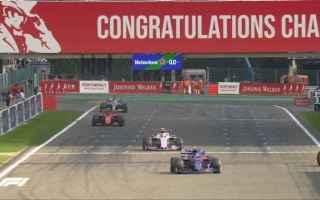 Charles Leclerc regala, la prima vittoria stagionale alla Ferrari e per la prima volta in carriera s